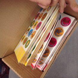 El padre de Lea, de nuestro instituto, nos regaló pegatinas muy chulas